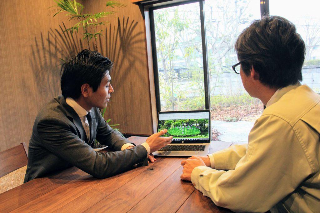 ブラニュー潮田(左)と庭楽館 代表取締役 赤瀬伸氏